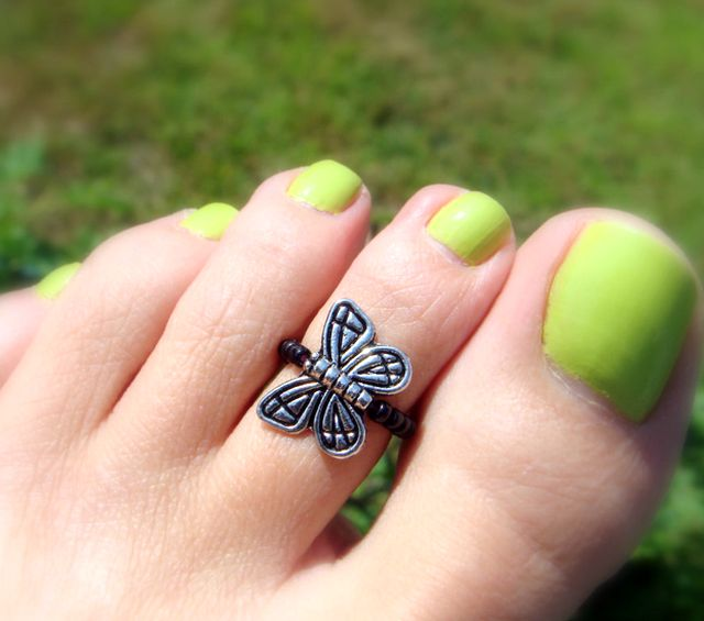Adjustable toe ring with cute butterfly