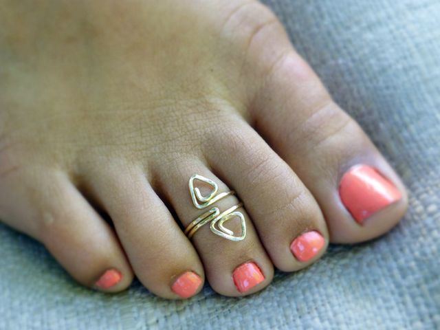 Gold adjustable toe ring