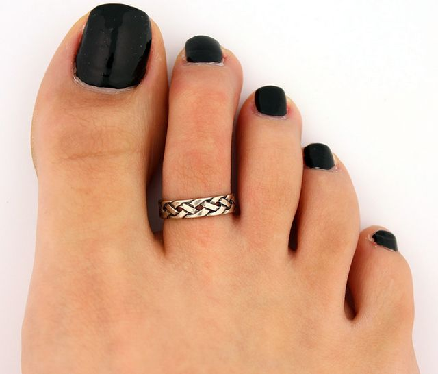 Adjustable toe ring